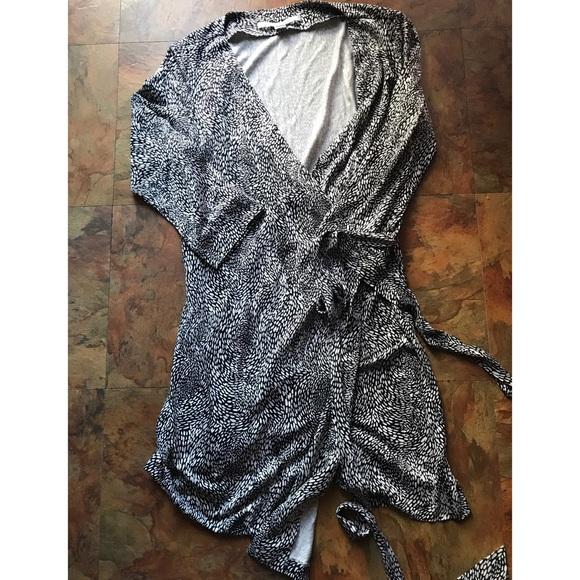 Diane Von Furstenberg Dresses & Skirts - DIANE VON FURSTENBERG Classic Wrap Dress